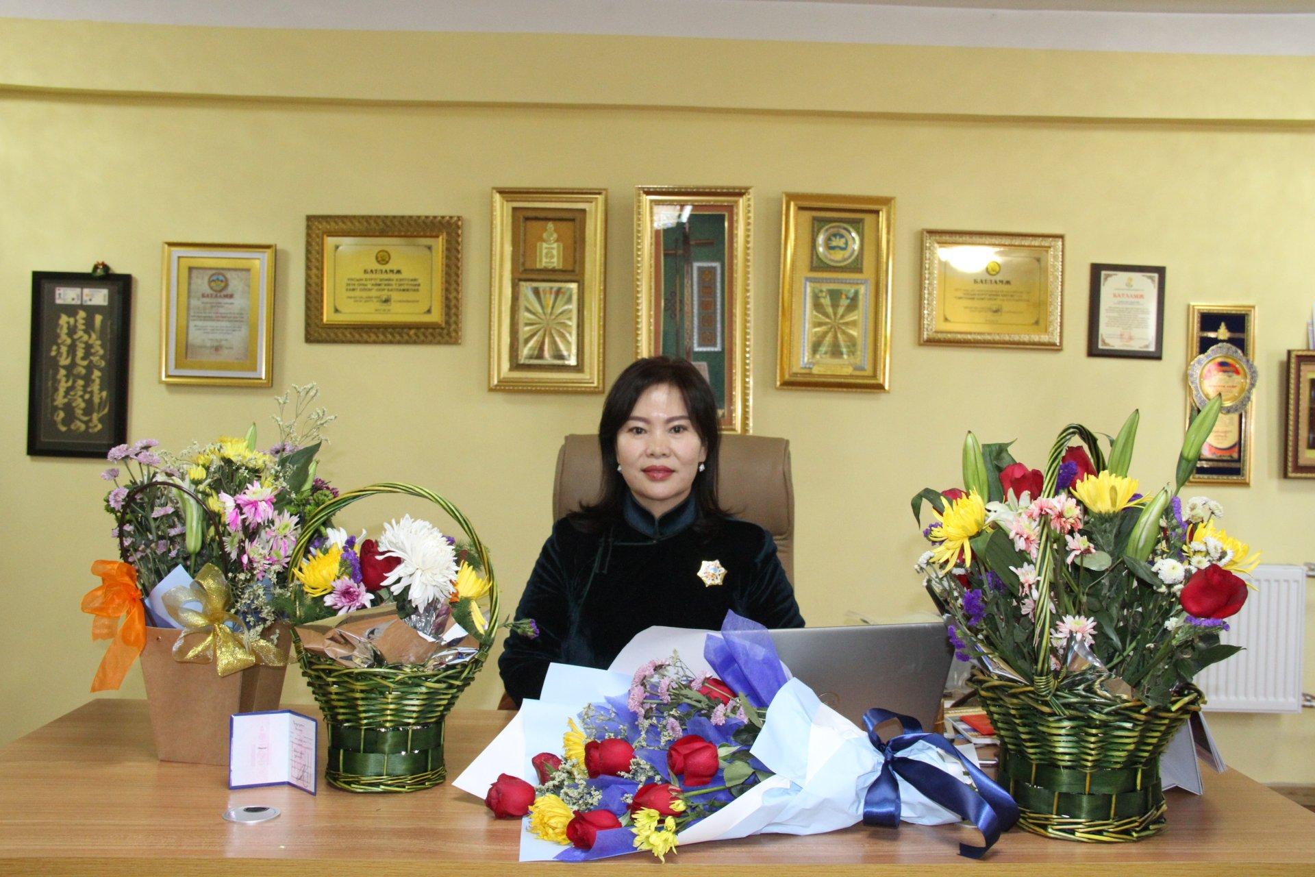 Монгол улсын ерөнхийлөгчийн зарлигаар Төрийн дээд шагнал