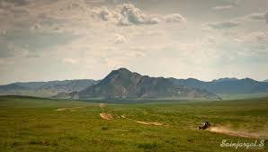 1. Арц Богд уул Өвөрхангай аймгийн Богд сумын нутагт орших Арц богд уул нь Бага Богд уулын зүүн хоолойгоор зааглагдаж, баруун үзүүр нь Бага Богд уултай 20 гаруй километр газраар зөрсөн байдаг. Уулсын ар тал нь эгц, нилээд хадархаг говийн шинжтэй. Ноён оргил нь далайн төвшнөөс дээш 2477 метр өндөр Их баян уул.
